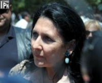 Salome Zurabishvili calls on district commissions not let more than three representatives of one and the same organization in a polling station