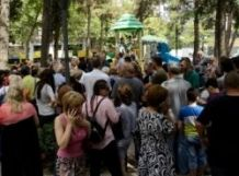 Verbal confrontation occurs between protesters and representatives of Girchi